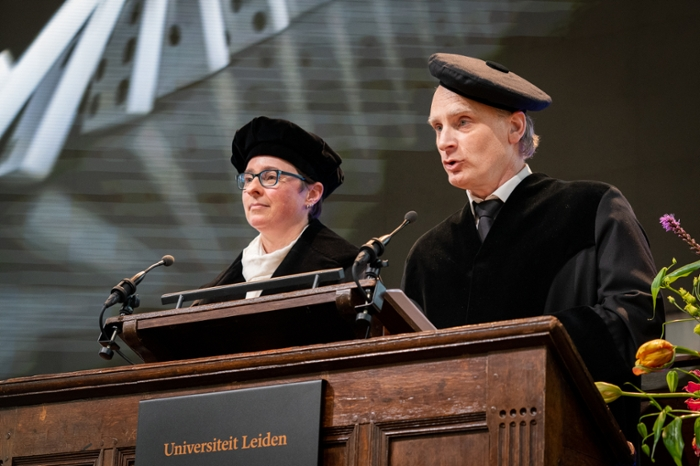 First every joint dies lecture: professors Bibi van den Berg and Aske Plaat.